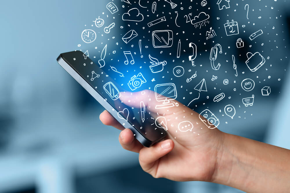4 Reasons for Businesses to INVEST in Customized Mobile Apps